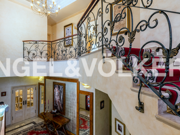 House in Altos Reales - Entrance Hall