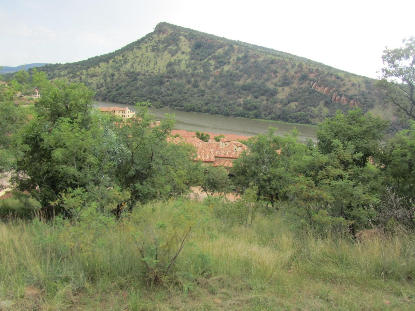 Land in Ville D' Afrique - mountain behind stand