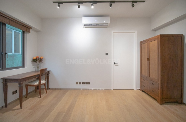 Apartment in Sheung Wan/Central/Admiralty - Central Mansion 中央大廈