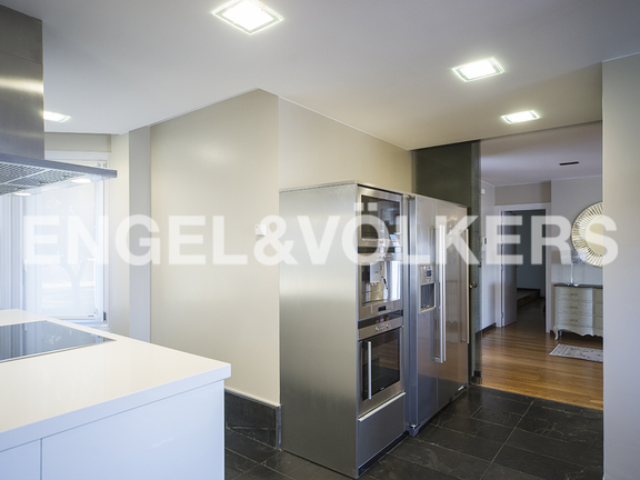 House in Igueldo - Fully equipped open kitchen with high quality appliances (Siemens)