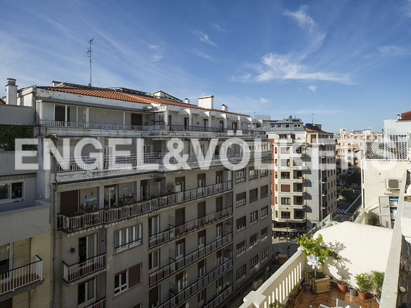 Condominium in Gros - Views of Iparraguirre street from the terrace