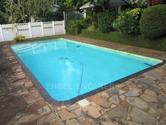 House in Uvongo - 027 - Swimming Pool.JPG
