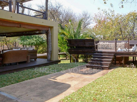 House in Phalaborwa & surrounds - Open fire pit.jpg