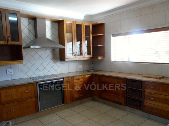 House in Waterkloof Boulevard - KITCHEN