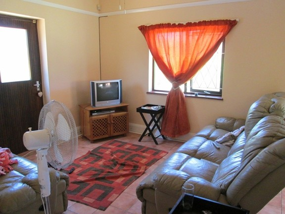 House in Uvongo - 004 TV Lounge