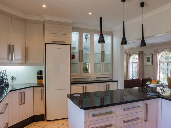 House in Vincent Heights - Fully Fitted Kitchen