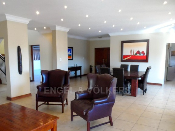 House in Waterkloof Boulevard - OPEN LIVING AREAS