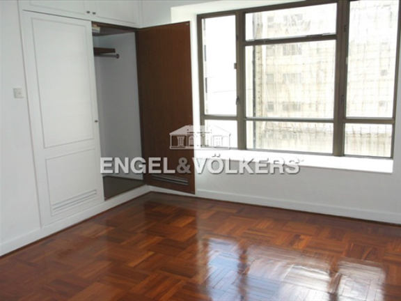Apartment in Kowloon Station - The Austin