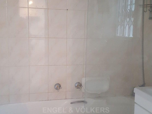 House in Mount Kos - Bathroom 1 - shower cubicle within bath.jpg