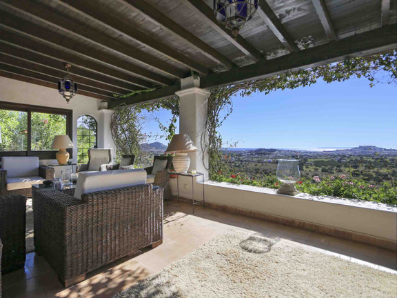 House in San Rafael - Part of the covered terrace