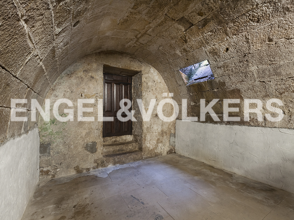 House in Hondarribia Norte - Room arched in the underground, with entry of light.