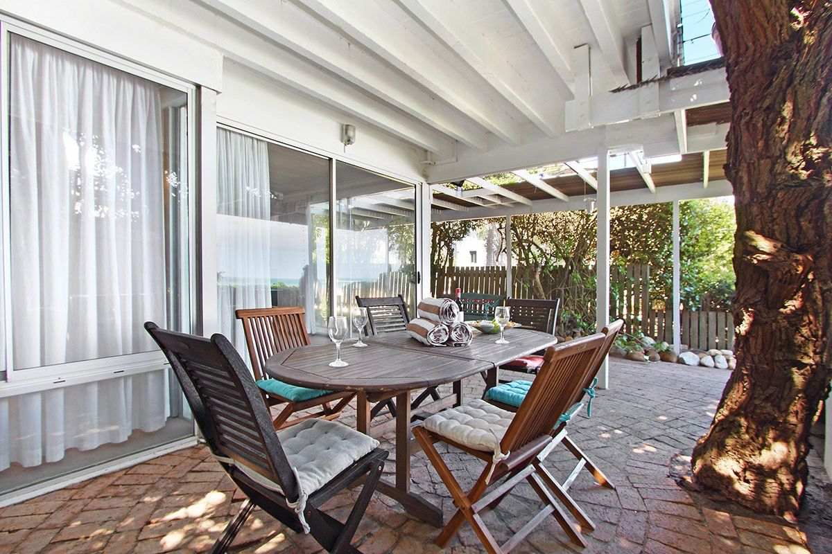 House in Camps Bay - 45.DS BEACH SIDE DINING.jpg