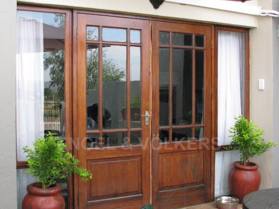 Apartment in Melodie - Double wooden doors opening up onto enclosed garden