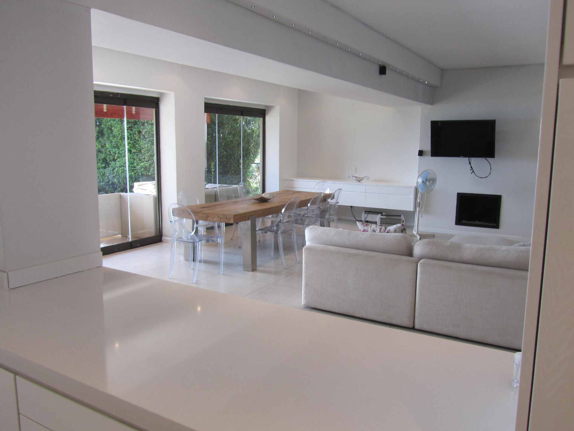 House in Eagles Landing - kitchen to lounge.JPG