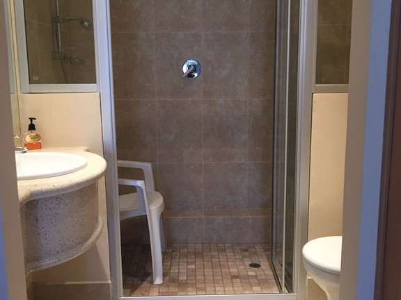 Condominium in Sea Point - en suite bathroom