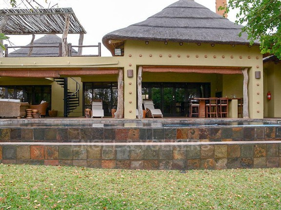 House in Phalaborwa & surrounds - Front of house 3.jpg