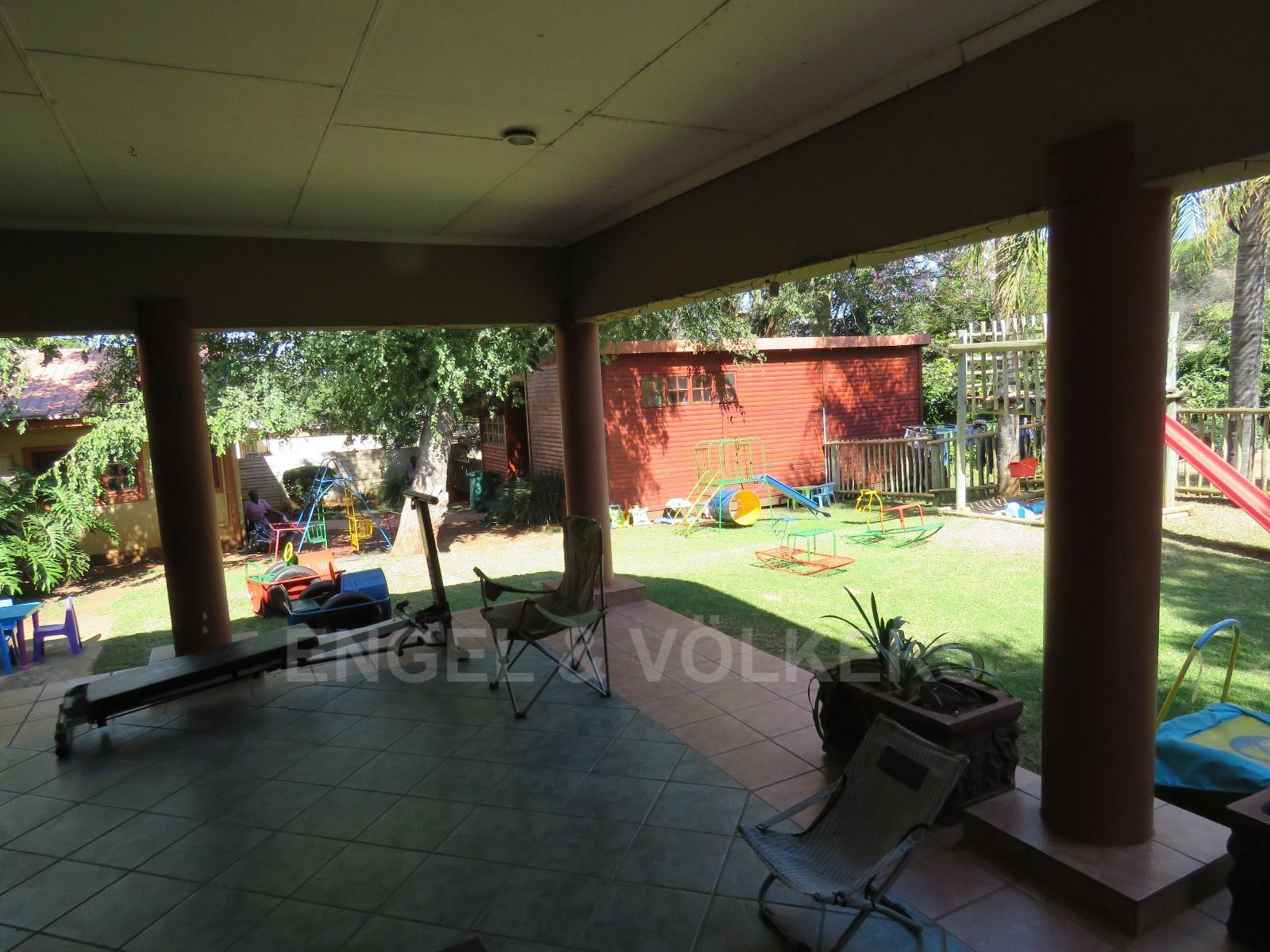 House in Schoemansville - Undercover patio