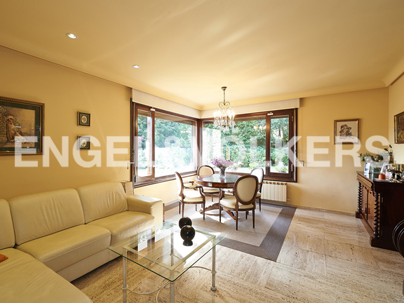 House in Jaizubia - Family living and dining room.