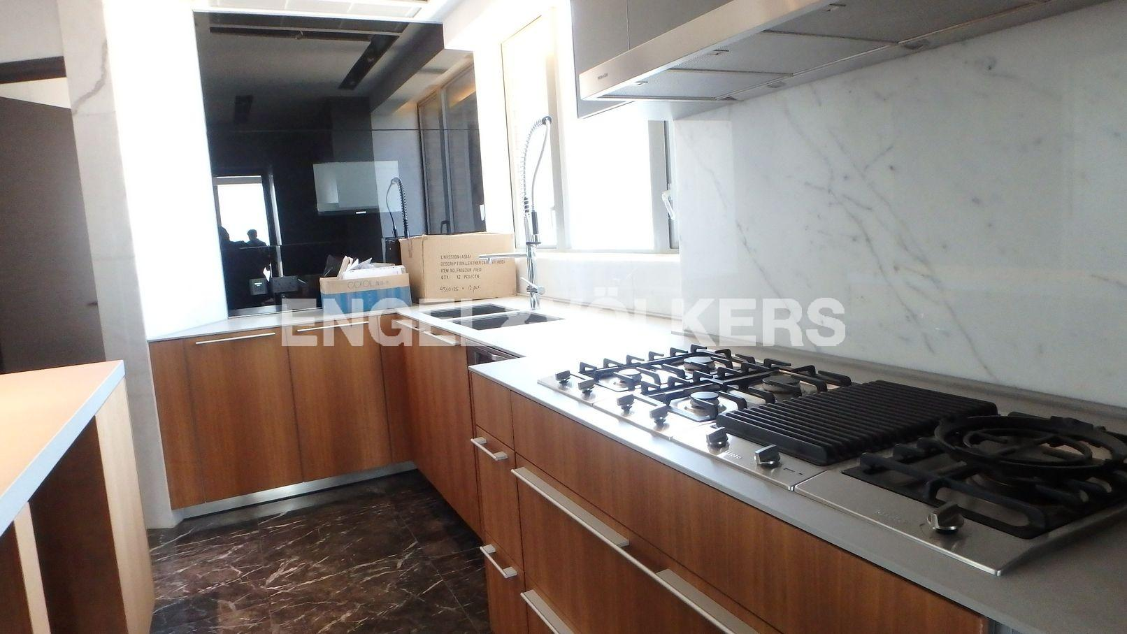Apartment in Mid Level West / Pok Fu Lam - 39 CONDUIT ROAD 天匯