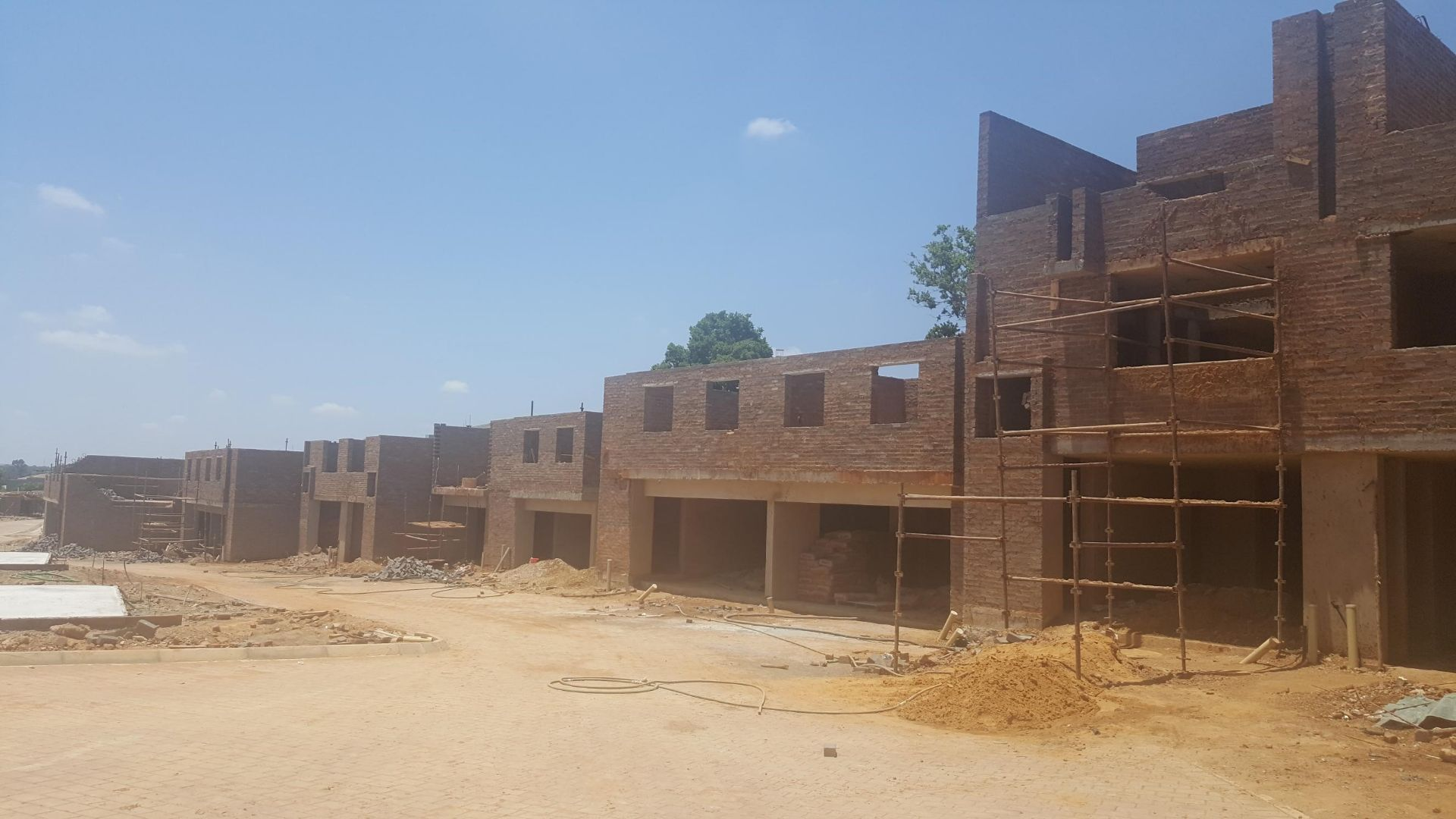 House in Lombardy Estate - Brand new units