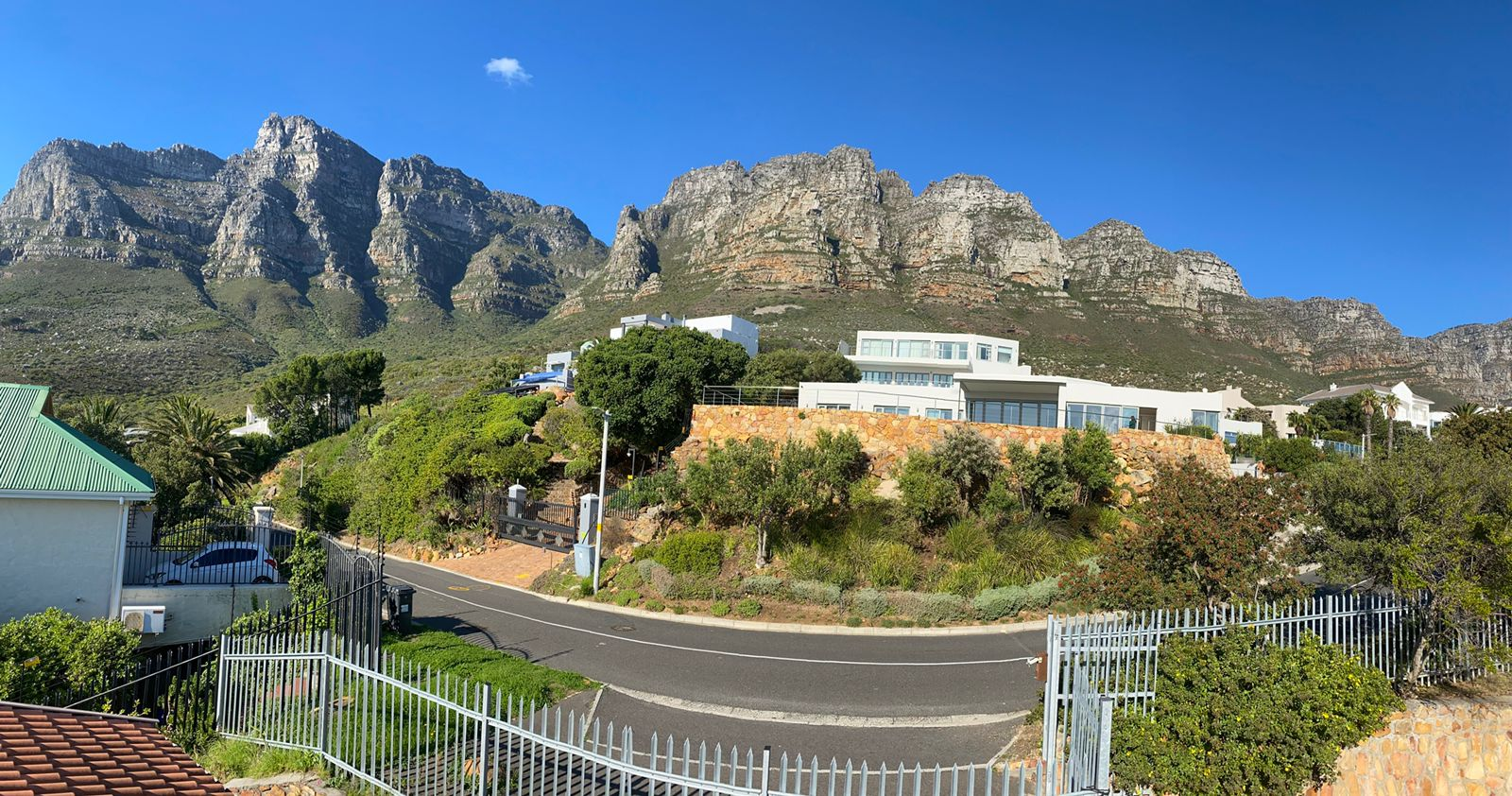 House in Camps Bay - Mountain views