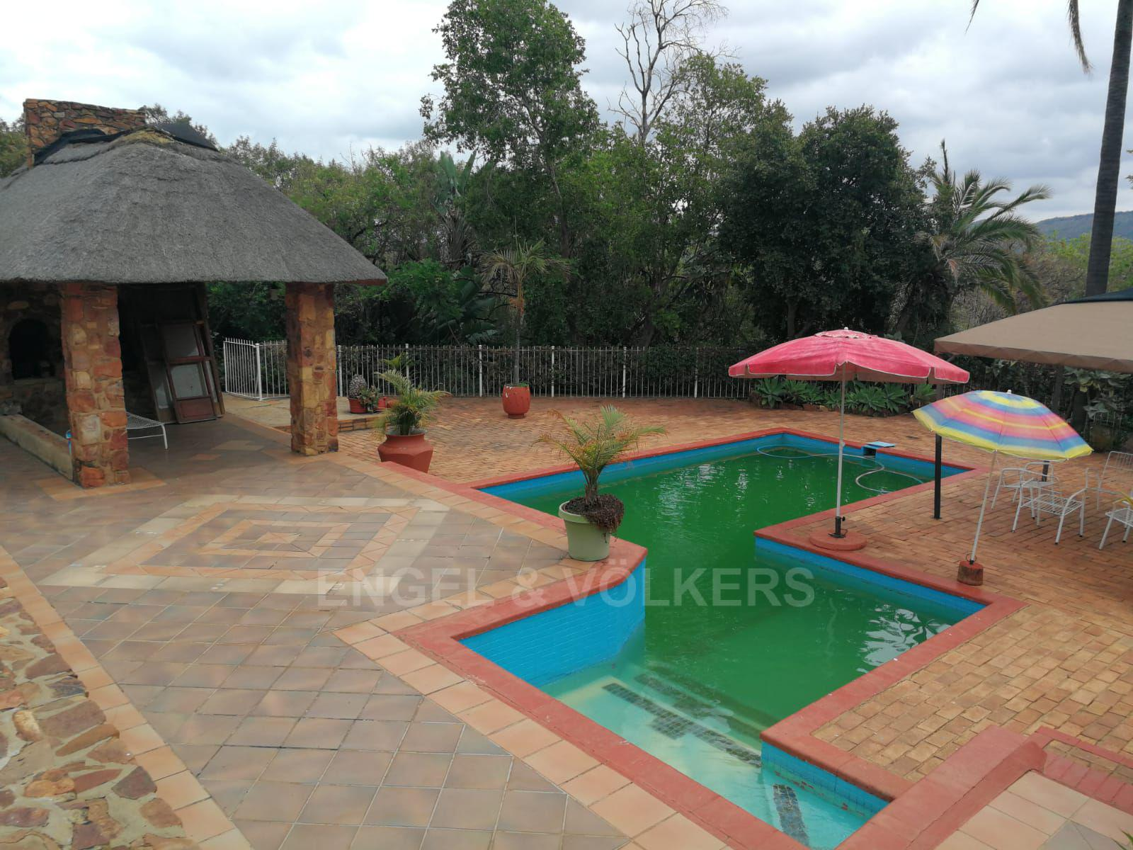 Land in Hartbeespoort Dam Area - Huge pool and entertainment lapa