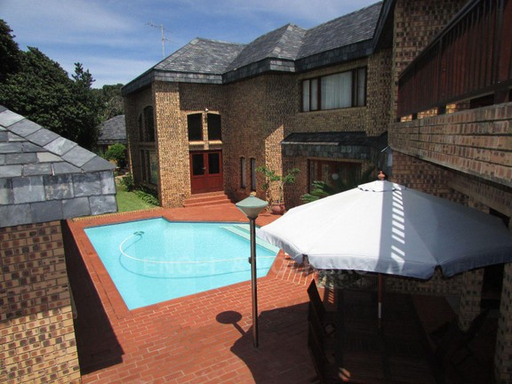 House in Umtentweni - 025_Entertainment_area_by_the_pool.JPG
