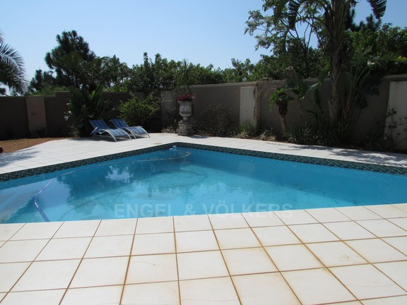 House in Ramsgate - 006 - Swimming pool.JPG