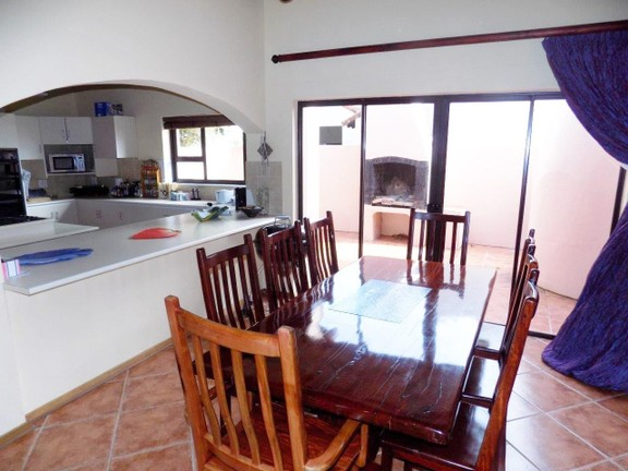 House in Santareme - Open plan dining/kitchen