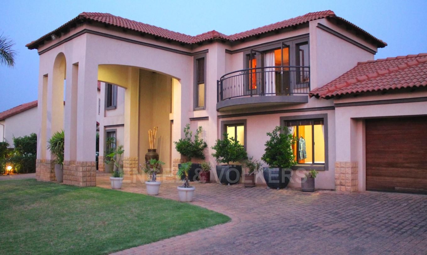 House in Westlake - Evening street view