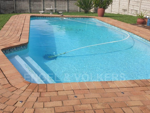 House in Uvongo - 020 - Swimmimg Pool.jpg
