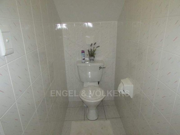 House in Uvongo - 019 Guest Toilet.JPG