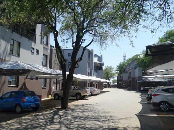 House in Hoedspruit central - Drive way into Wild Fig