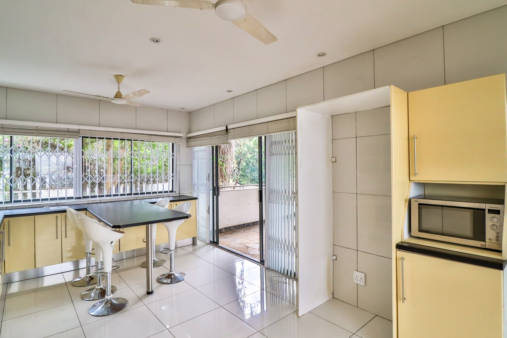 House in Kosmos Village - Flat kitchen and dining area