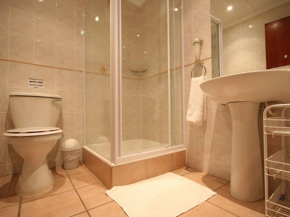 House in Redhouse - Well appointed en-suite