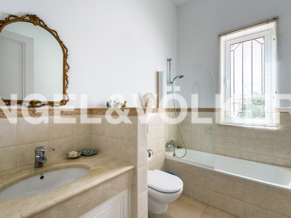 House in Marbella City - Guest Bathroom