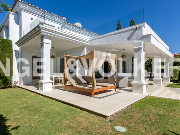 House in Marbella-Nueva Andalucía - 2 terraces both covered and un-covered + roof top terrace
