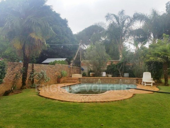 House in Waterkloof Ridge Ext - Swimming Pool Area
