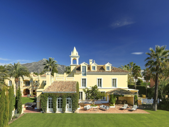 Villa-Chateau Poniente In Aloha Golf