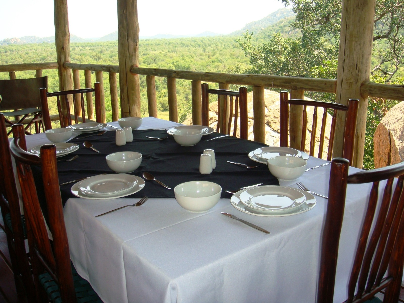 Land in Farms - Rock Lodge - Dining Deck