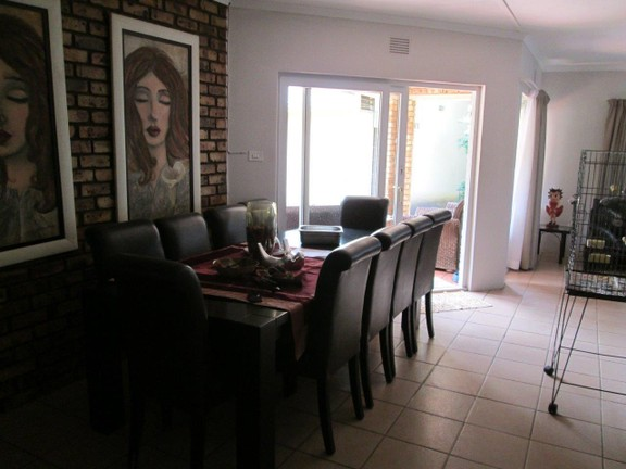 House in Southport - 005_Main_house_Dining_room.JPG