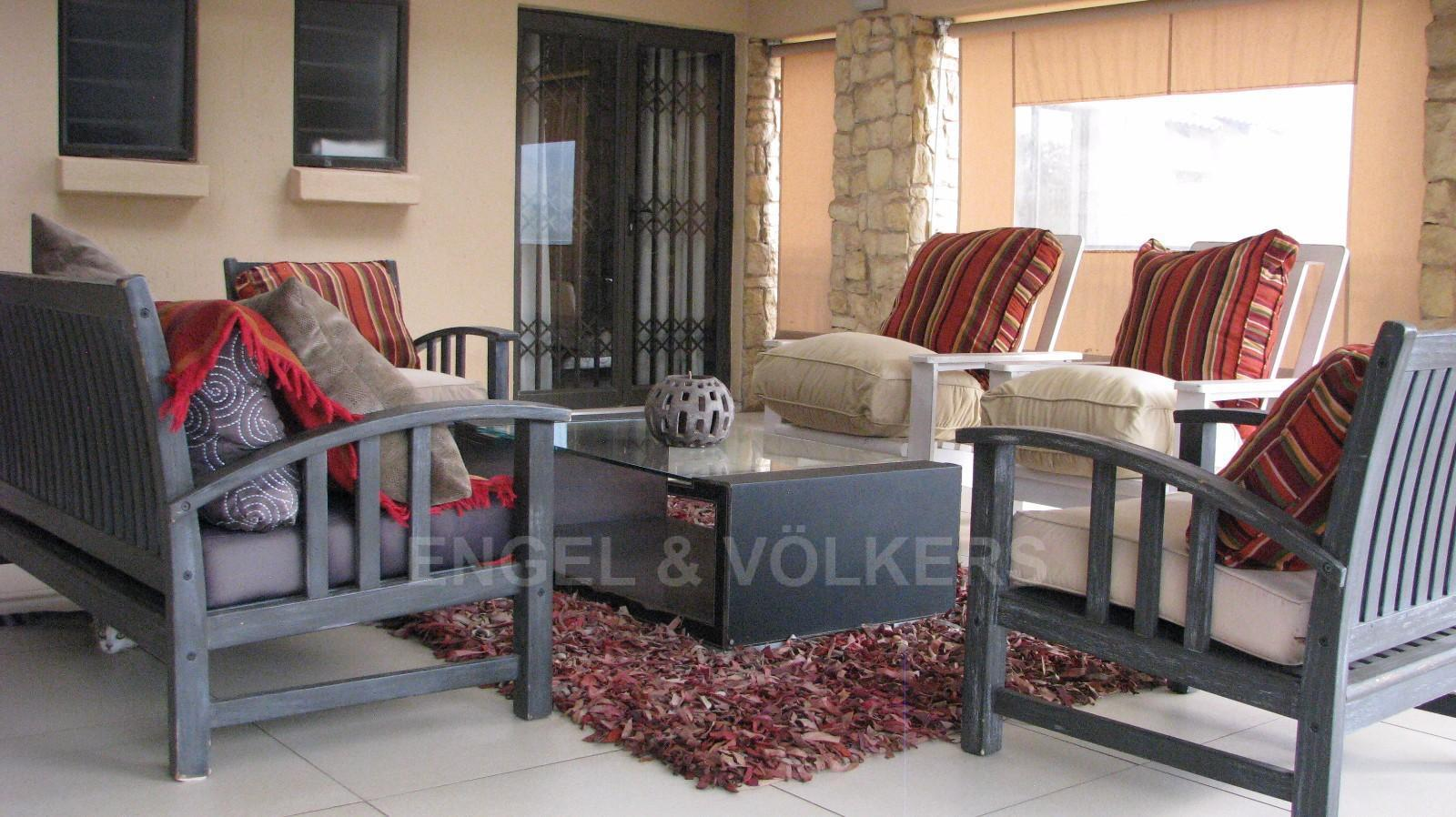 House in Melodie A/h - Shared patio area for 3 bedrooms upstairs