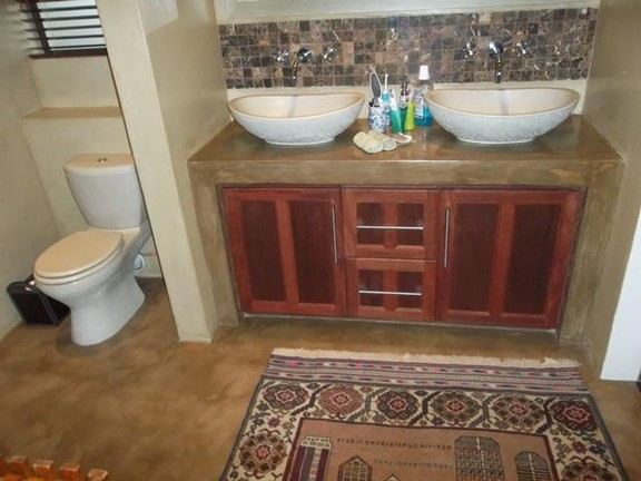 House in Van Der Hoff Park - Bathroom_3_vbzrm0P.jpg