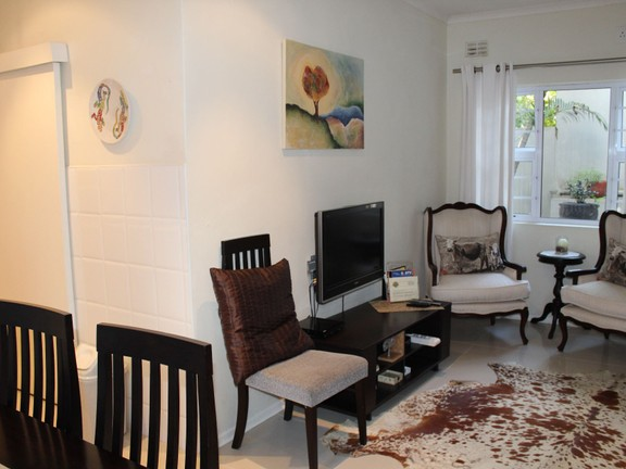 House in Bonnie Doon - 2 Bed Flatlet