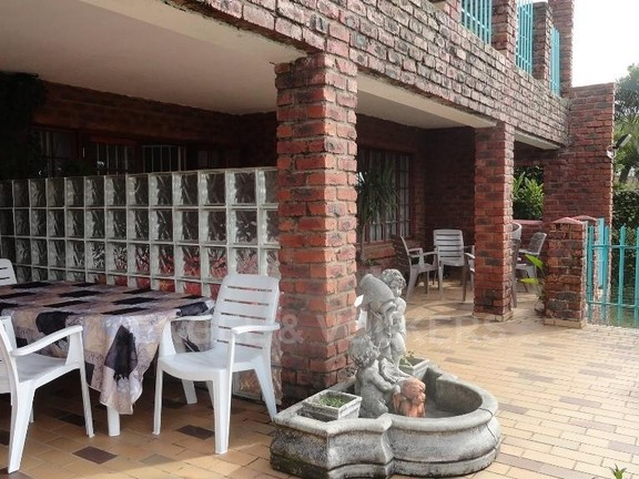 House in Uvongo - 023 Patio 2
