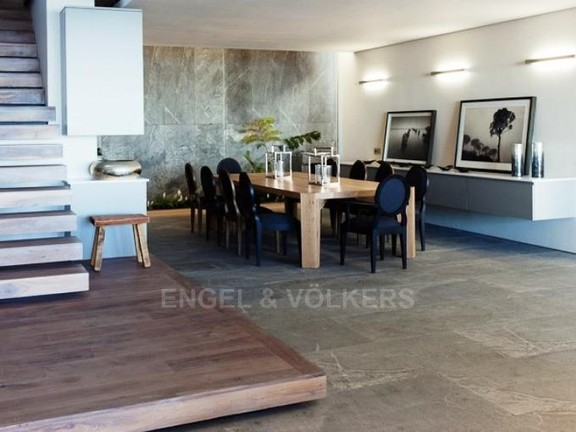 Condominium in Camps Bay - Dining Area