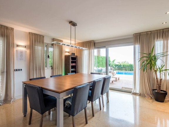 House in Ntra. Sra. de Jesús - Dining area with access to the terrace and views