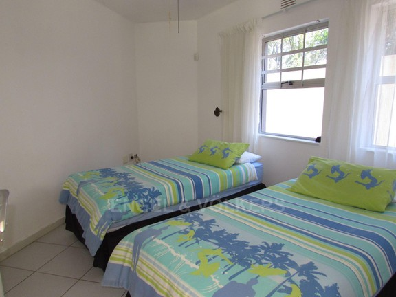 House in Ramsgate - 010 - Downstairs bedroom.JPG