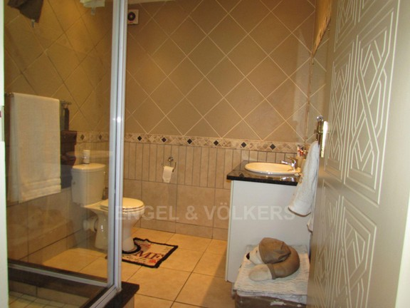 Condominium in Shelly Beach - 008 - En-suite bathroom.JPG