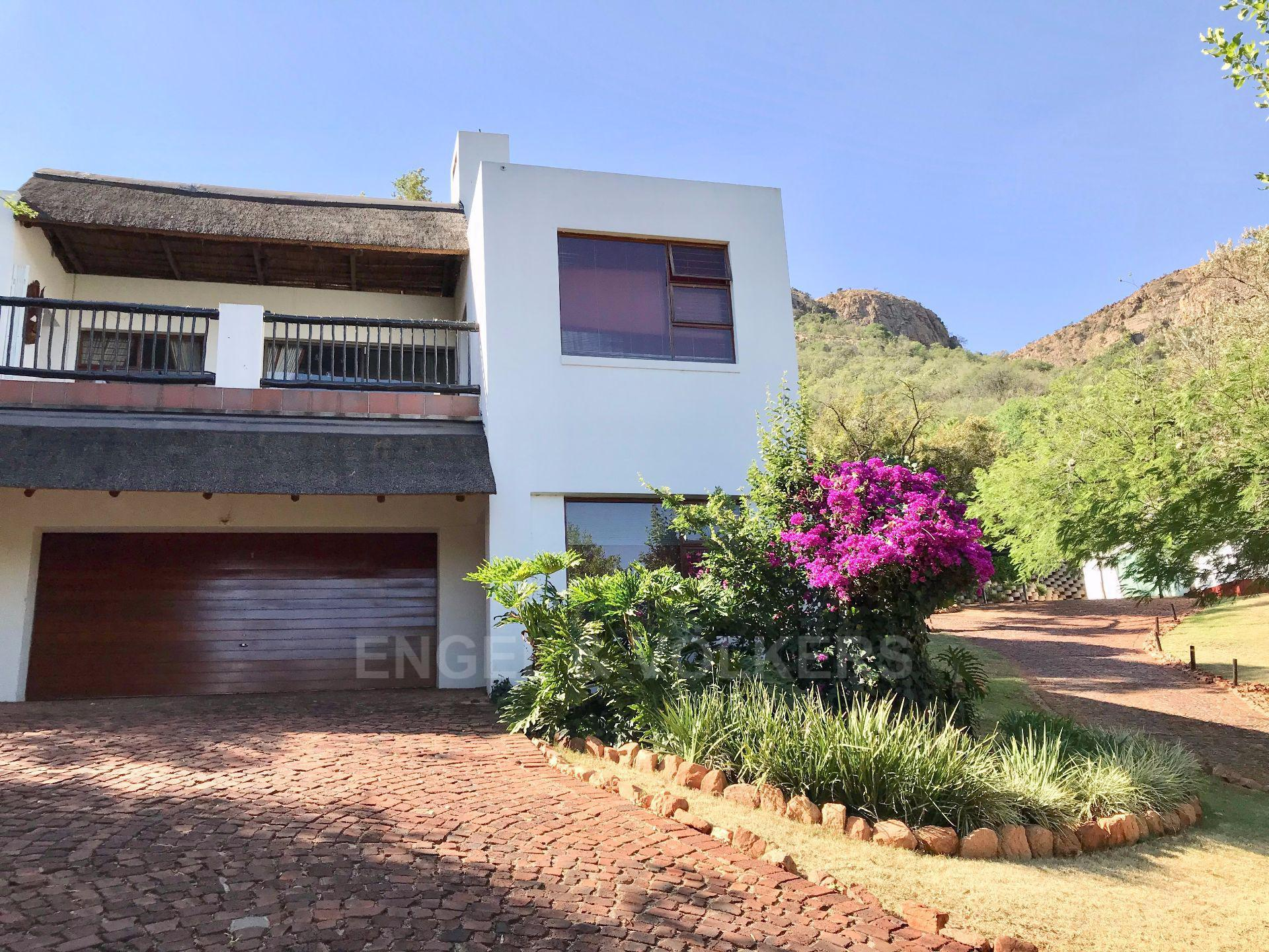 House in Mount Kos - This home is set high in the estate with the Magaliesberg as a backdrop
